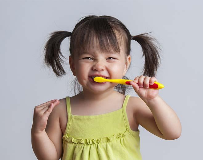 659x519-child-teeth-care